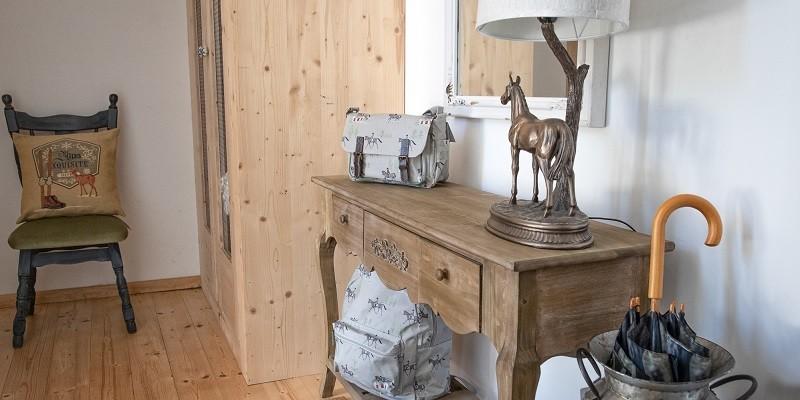 Gebrauchs- und Dekoartikel mit Pferdemotiven für Flur und Hauseingang