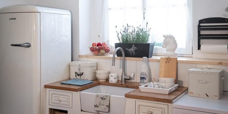 Pferdeaccessoires wie Tischwäsche oder Porzellan für Tisch und Küche