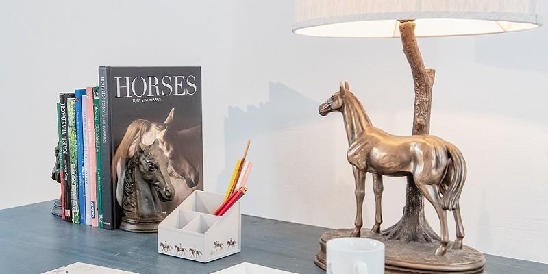 Reiter & Pferdefreunde: Pferde Buchstützen & Büro Ordnungssysteme