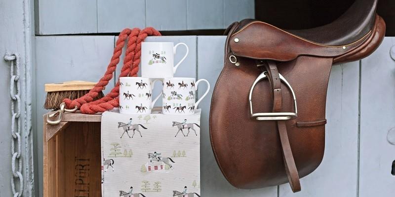 Geschenkpapier und Geschenktüten mit Pferdemotiven